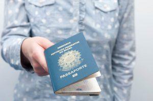 Quais são os documentos necessários em uma viagem de avião?